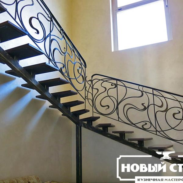 Перила на лестнице